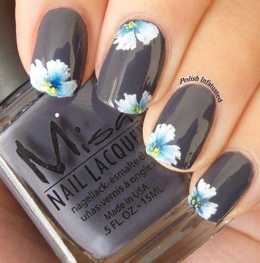 decoracion de uñas negras con flores