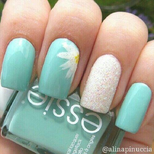 imagen de uñas blanca y azul