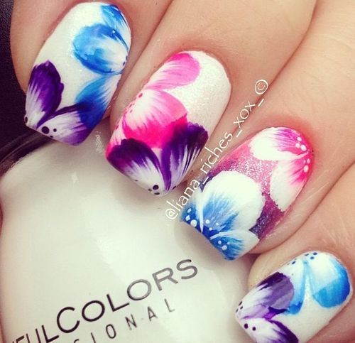 rosas de colores diseño de uñas