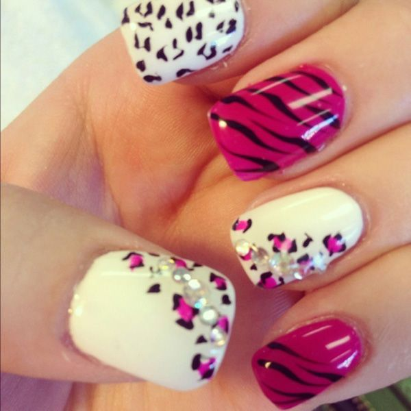 uñas blanco y violeta