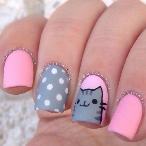 uñas rosadas con gatos