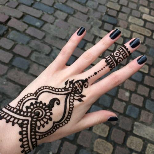 uñas y tatuajes