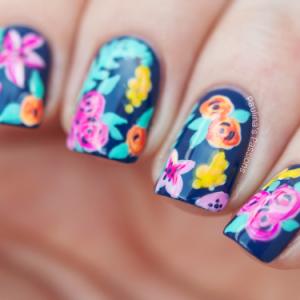 decoracion de uñas con flores de colores
