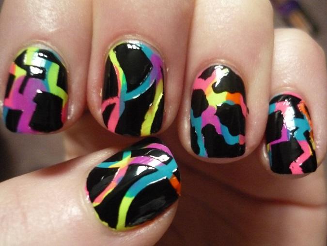 decoracion uñas negro con colores