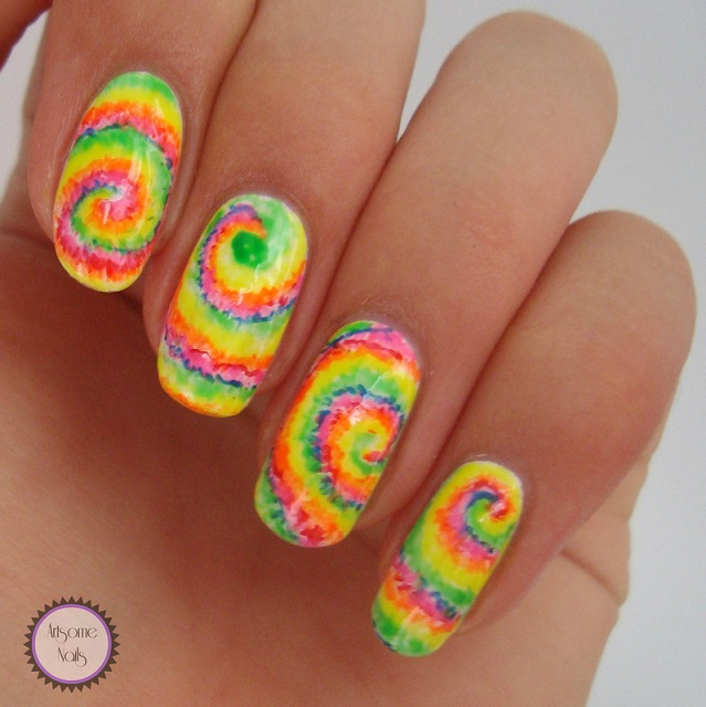 remolino de colores diseño uñas