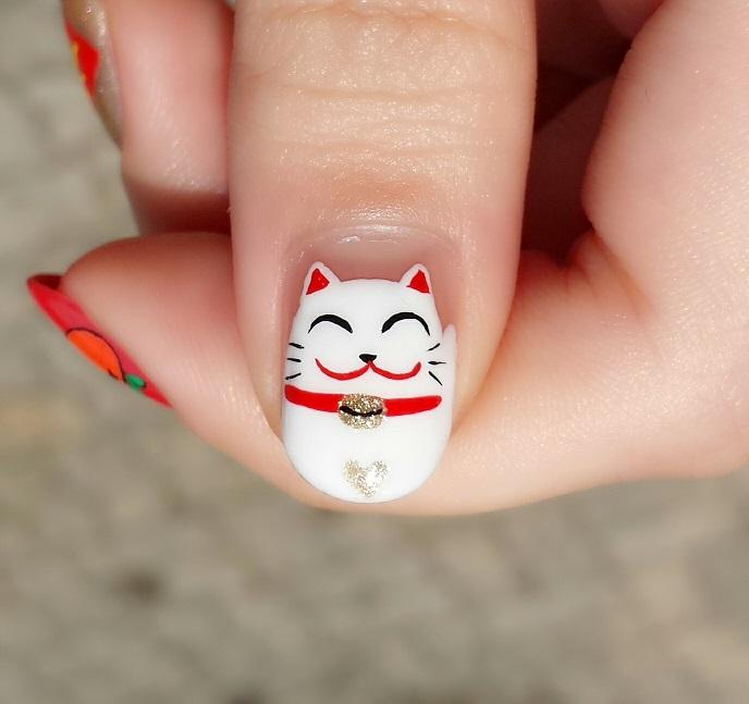 uñas  pintadas con un gato japones