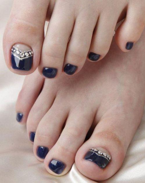 uñas de pies decoradas con negro