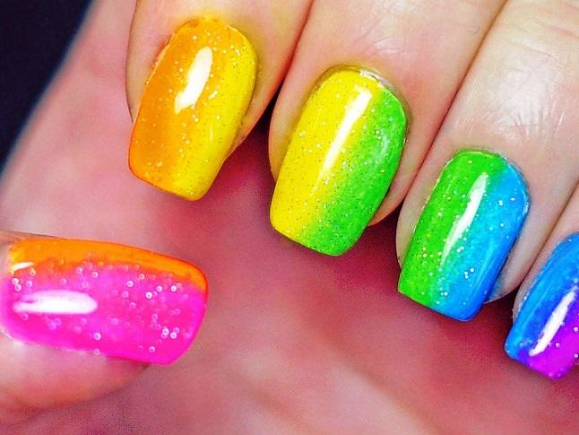 uñas decoradas de colores