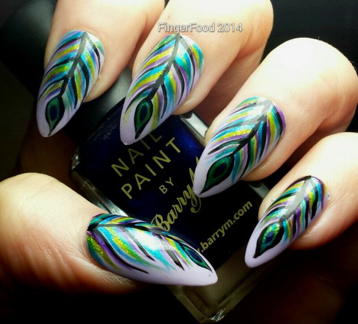 uñas decoradas de plumas