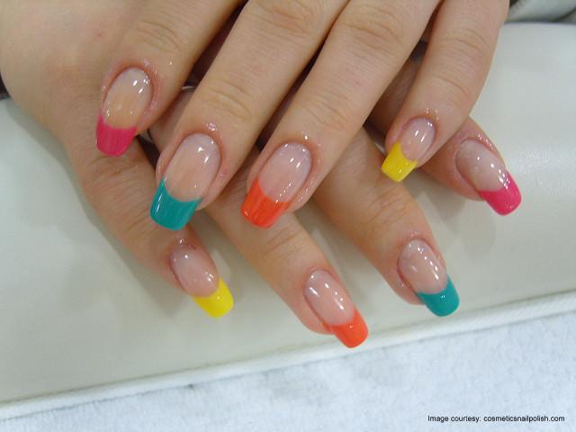 uñas naturales con colores