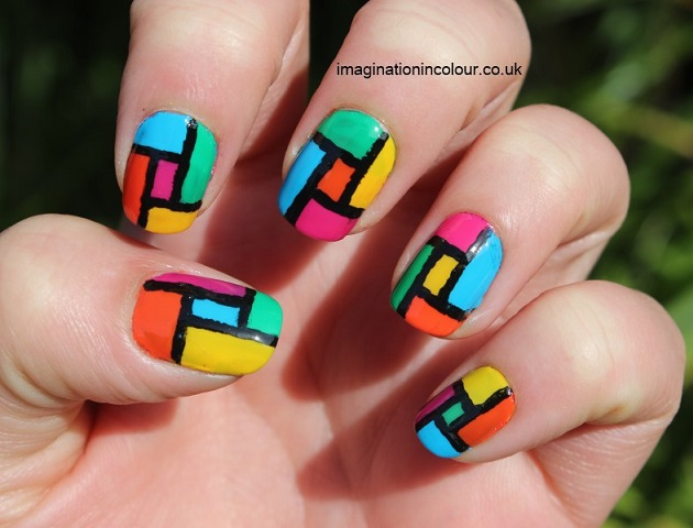 uñas pintadas cuadricula de colores