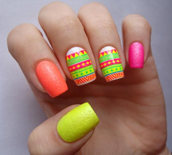 Uñas de colores neon con textura