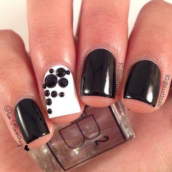 blanco y negro uñas con piedras