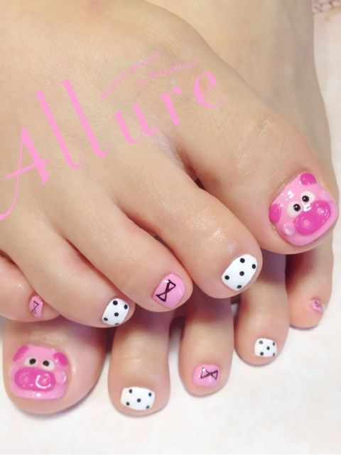 cerditos en las uñas de los pies