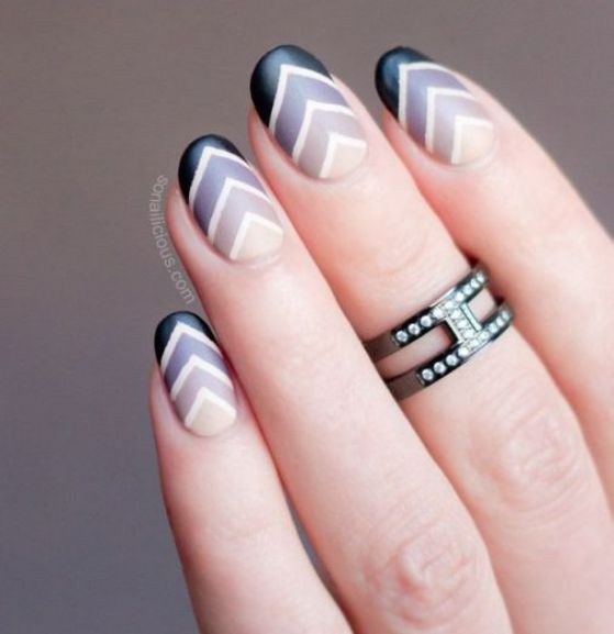 decoracion de uñas con cintillas y colores