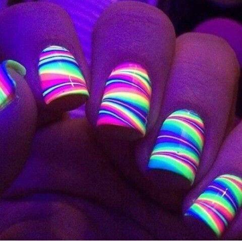 decoracion de uñas en agua que brillan