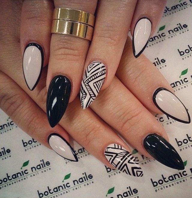decoracion de uñas negras esculpidas
