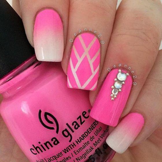 decoracion de uñas rosa con piedras