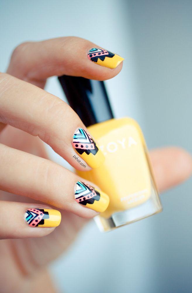 decorando uñas amarillas