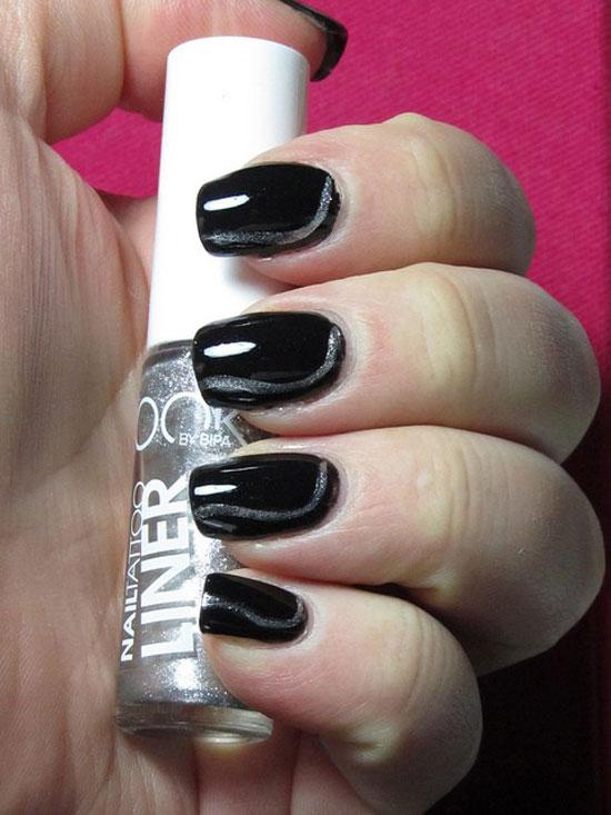 decorando uñas negras con escarcha
