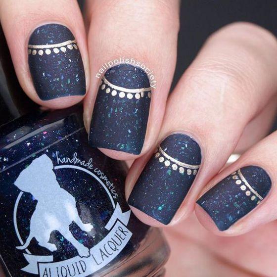 diseño azul con dorado para uñas