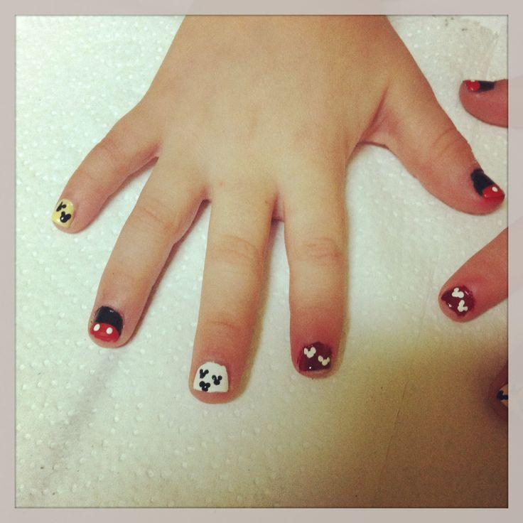 diseño de mickey para uñas de niñas