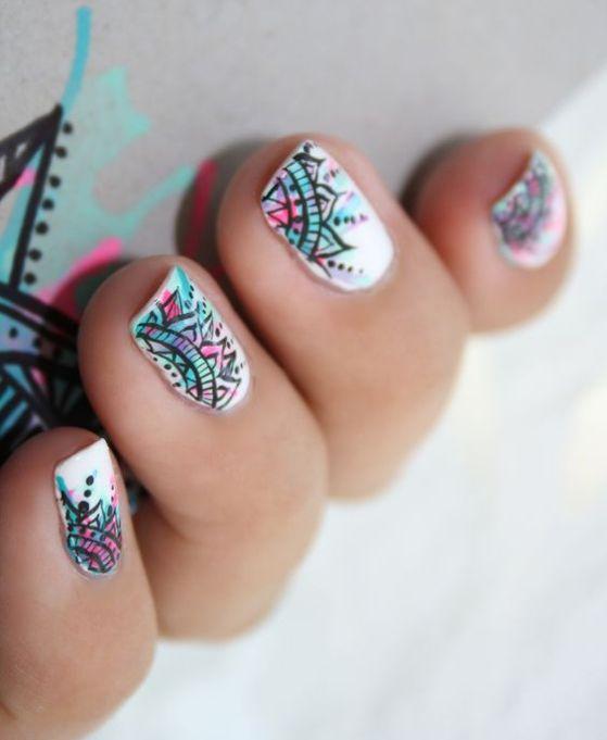 diseño de uñas estilo mandala