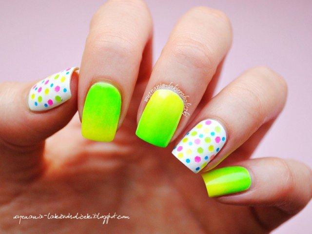 diseño de uñas verdes color neon