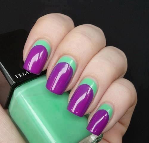 diseño morado y verde en uñas