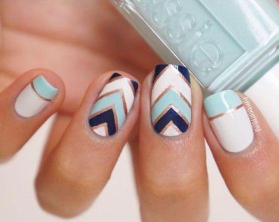 diseño uñas azules con cintillas