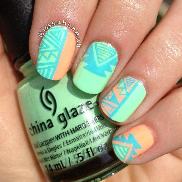 formas geometricas en uñas verdes