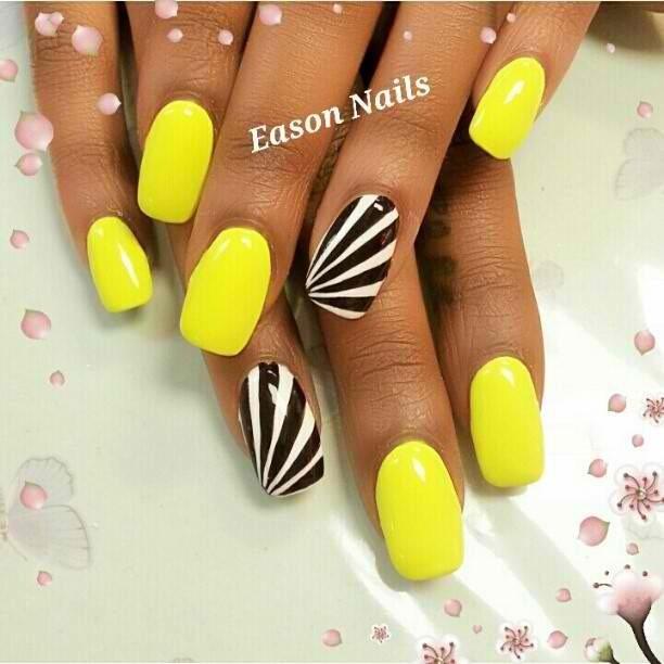 uñas amarillo neon con negro
