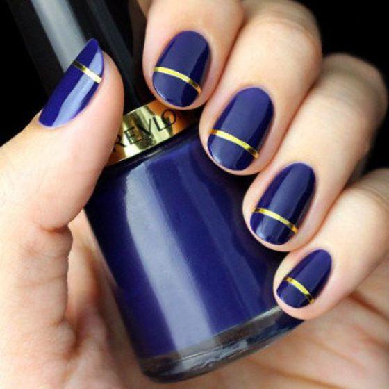 uñas azules con cintillas