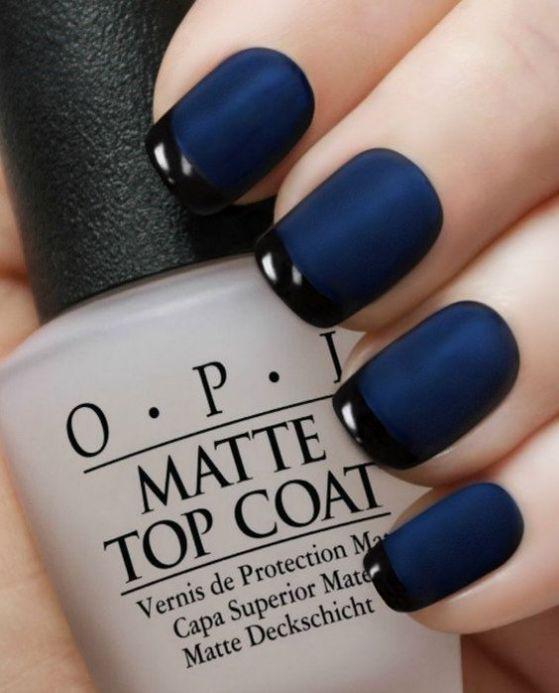 uñas azules con tono mate