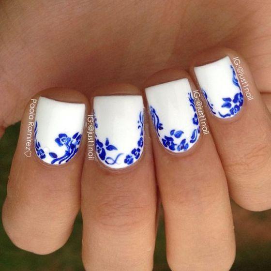 uñas blancas con tonos azules
