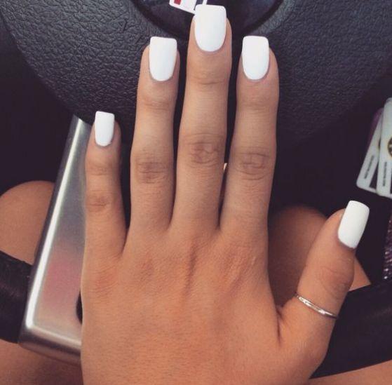 uñas blancas decoradas sencillas