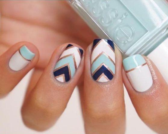 uñas con cintillas blancas