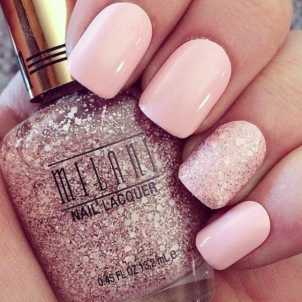 uñas cortas color rosa con efectos