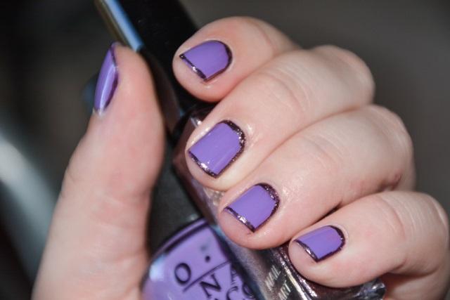 uñas cortas violeta