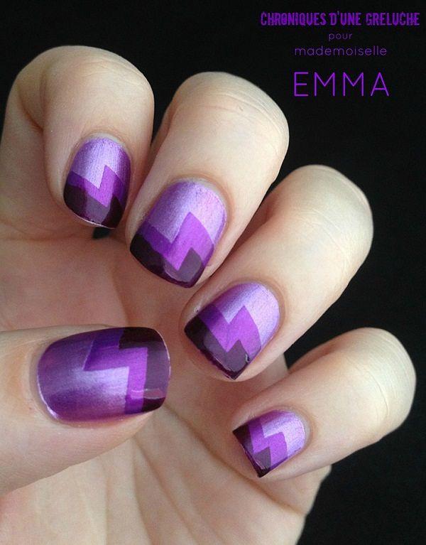 uñas cortas violetas con stickers