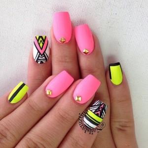 uñas de gel color rosa neon