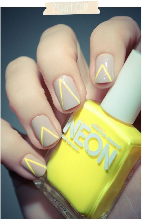 uñas de neon amarillas