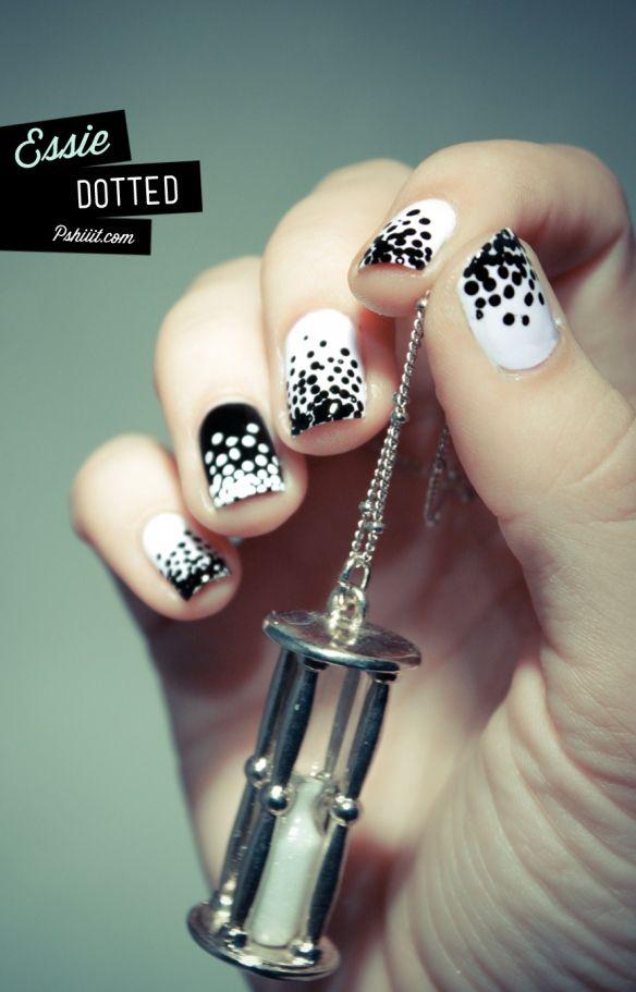 uñas decoradas de blanco y negro