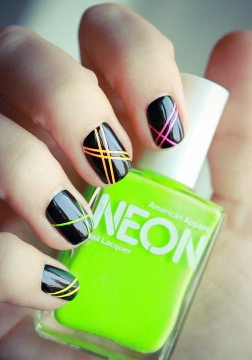 uñas decoradas de negro y neon