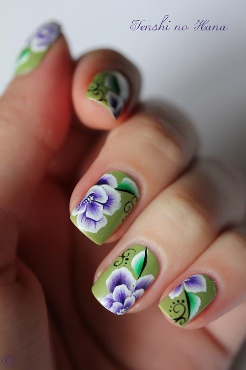 uñas decoradas de verde con flores