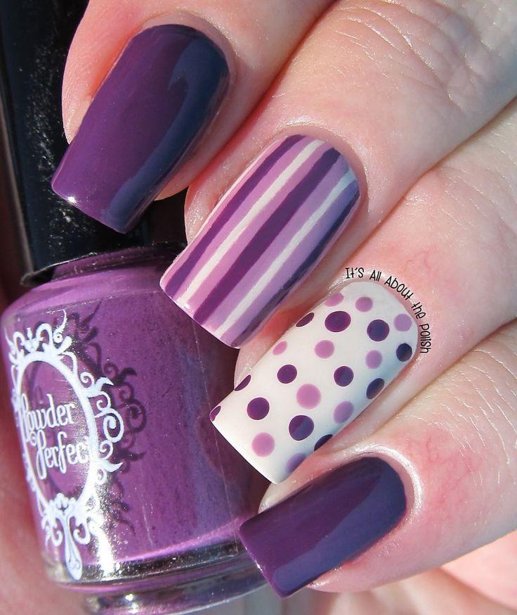 uñas decoradas violeta con blanco