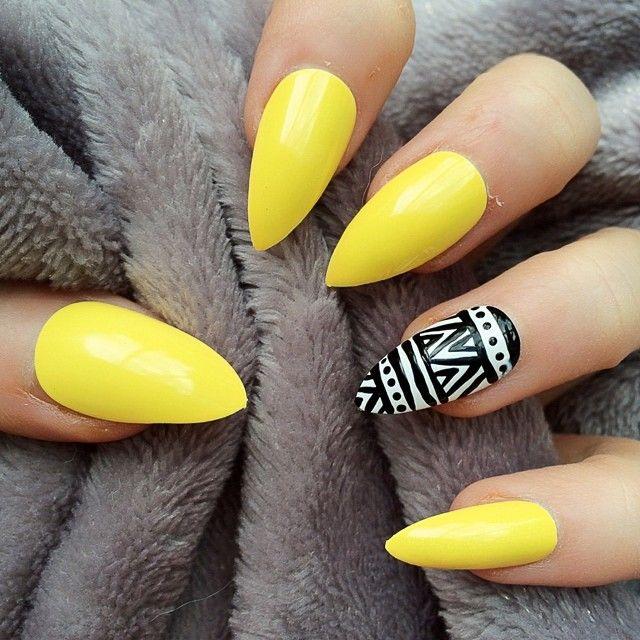 uñas eculpidas amarillas