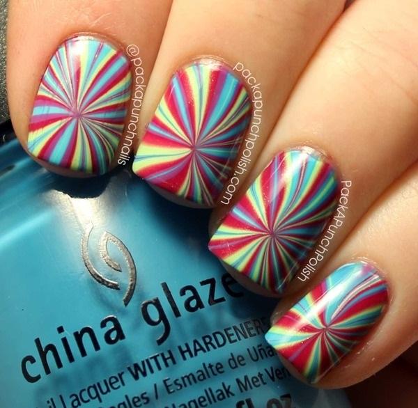 uñas decoradas en agua multicolor
