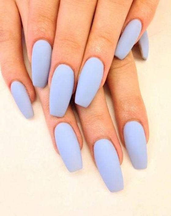 uñas largas azules