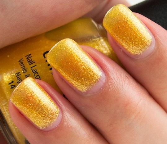 uñas naturales amarillas